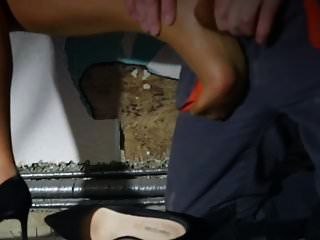 摩擦腿部和脚部的摩擦力粗糙性
