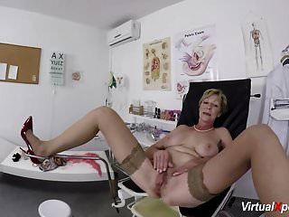 毛茸茸的奶奶pov由她的医生操