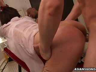 小便饮用亚洲人是绑定和激烈性交和玩具