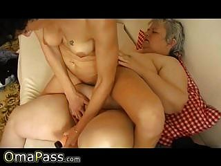 omapass奶奶女同性恋与成人玩具玩乐