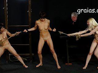 giantess打两个女孩