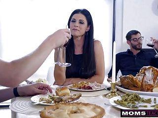 妈妈乱搞儿子&吃青少年饼为感恩节礼物