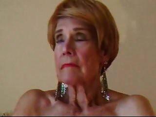 奥尔加是74岁,喜欢指着她的秃头猫