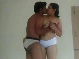 印度mallu护士医生在房间里做爱。