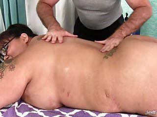 巨人boobed亚洲bbw miss lingling得到性按摩