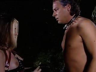 非常美丽的哥特式女孩yvonne是奴隶