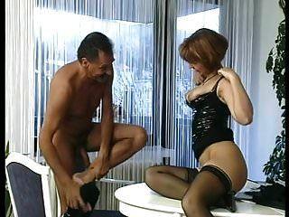 sb2秘书乱搞她的老板父亲!