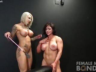 裸体女性健美运动员束缚游戏