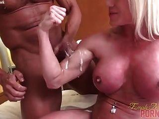裸体女性健美肌肉他妈的射液
