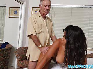 厚厚的黑色青少年cockriding老男人女牛仔