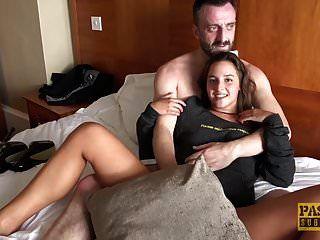 可爱的青少年amirah adara喜欢粗暴的性别与一个年长的家伙