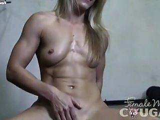 女学生内裤的裸体女性健美美洲狮克莱尔