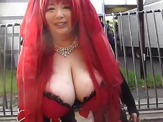 巨大的山雀的日本女孩(第1部分)