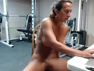 非常热的女性熟女肌肉喷