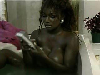 多米尼克西蒙娜洗澡,被彼得北部搞砸了