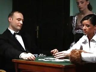 在扑克中失去了他的妻子