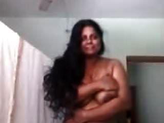 热的mallu阿姨冒充裸男朋友