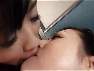 邋tongue的舌头亲吻亚洲女孩