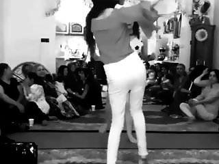 伊朗女孩跳舞没有内裤