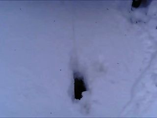 英国荡妇vickie p在雪地里生气