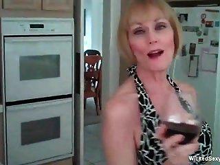 业余妈妈录下她性感的一天