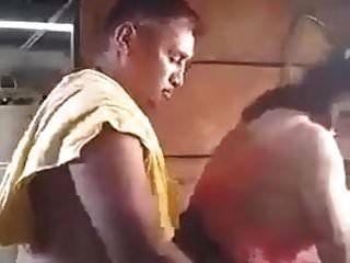 尼泊尔的父亲在法律他妈的女儿在洗衣店的法律