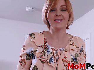 marie mccray在看公鸡的同时触摸她的阴户
