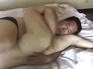 胖日本爸爸乱搞年轻女孩