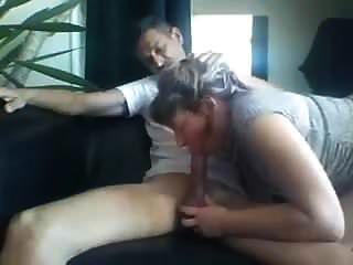朋友的妻子吮吸我的鸡巴