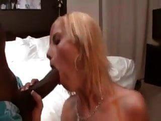 一个邋white的白色妻子把一个黑人带回家