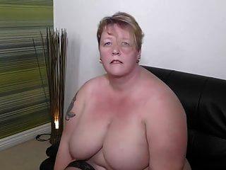 大胖的成熟妈妈想要你的公鸡