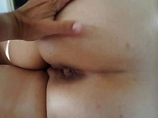 我的妻子早上屁股按摩与对接孔关闭