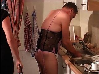 情妇命令娘娘腔的奴隶去做家务