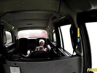 假出租车热情激烈粗糙的后座性