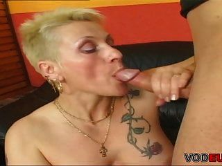 vodeu 62岁的奶奶需要一只年轻的公鸡