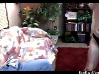 业余夫妇第一次在家庭视频上变得怪异