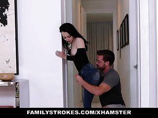 家庭的父亲不能看到他的继子和女儿他妈的