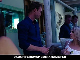 daughterswap爸爸用面具交换女儿