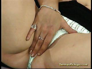 胖胖的德国红发女郎在她的第一个色情片