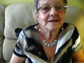 80岁的奶奶乳沟
